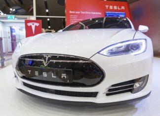 L'action Tesla plonge sur fond d'épidémie